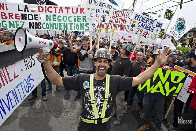 À Montréal, quelques centaines de grévistes se sont... (Patrick Sanfaçon, La Presse)