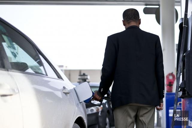 Les automobilistes voulant faire le plein ont avantage à magasiner, car les... (Archives La Presse)
