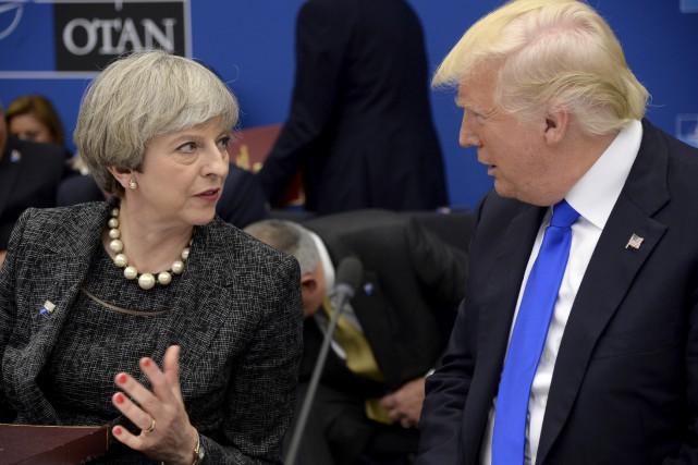 La première ministre britannique Theresa May et le... (AP, Thierry Charlier)
