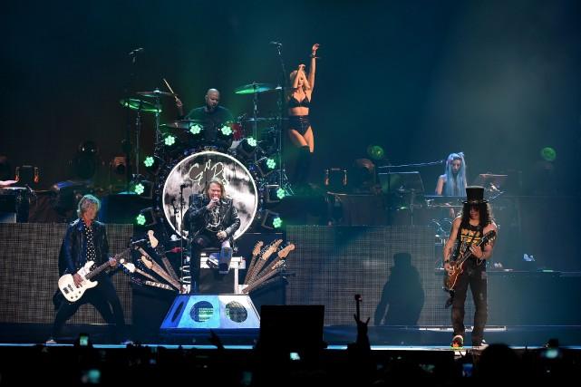 Axl Rose et Slash s'étaient séparés en 1993... (PHOTO ARCHIVES AFP/GETTY IMAGES)