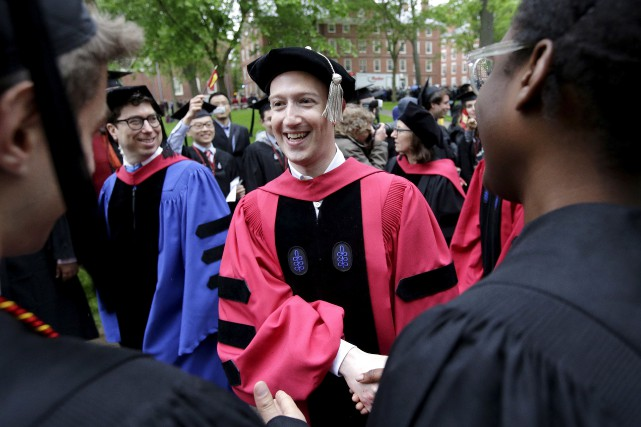 Mark Zuckerberg est retourné à Harvard, l'université où... (AP Photo, Steven Senne)