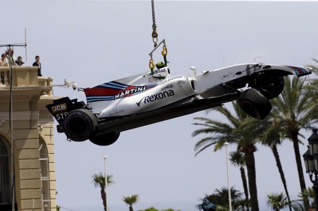 Le pilote recrue a terminé sa journée de... (Associated Press)