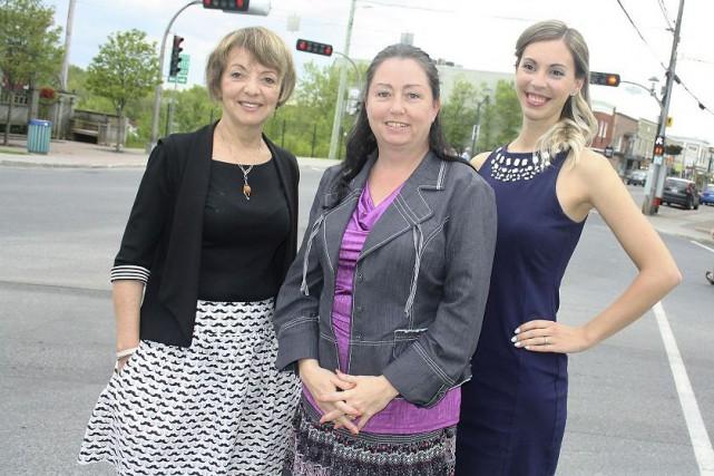 La conseillère municipale Diane Pelletier, la mairesse de... (La Tribune, Jean-François Gagnon)