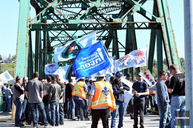 Cinq cents travailleurs de la construction du Saguenay-Lac-Saint-Jean,... (Photo le Quotidien, Rocket Lavoie)
