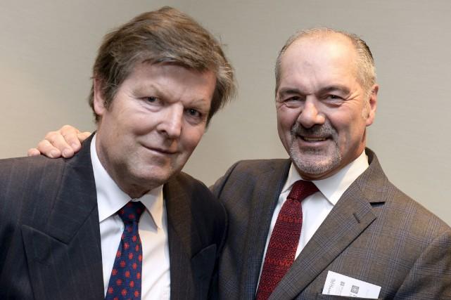 Plusieurs anciens Nordiques, dont Michel Goulet (à droite),... (Le Soleil, Yan Doublet)