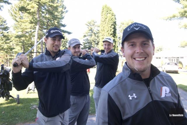 Les golfeurs des Patriotes se préparent pour le... (Sylvain Mayer, Le Nouvelliste)