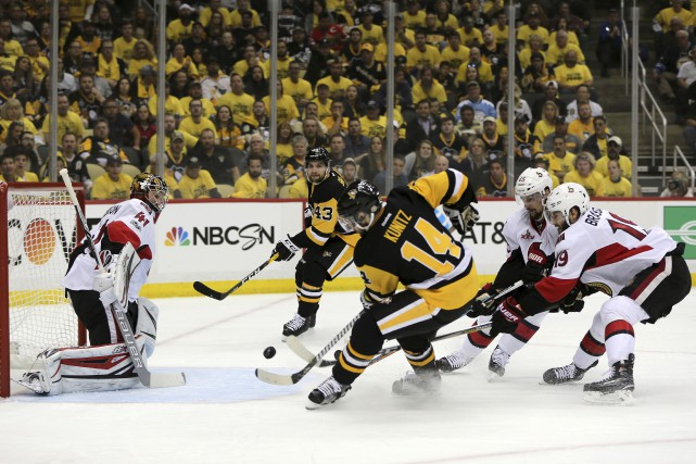 Aidé par Conor Sheary, Chris Kunitz a marqué... (Associated Press)