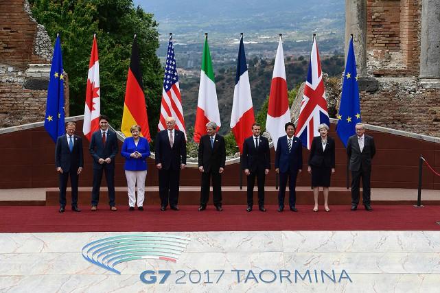 Les sept chefs d'État et de gouvernement se... (Miguel MEDINA, AFP)