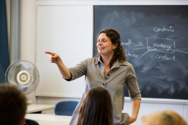 L'auteure et professeure Roxanne Bouchard... (Photo Hugo-Sébastien Aubert, La Presse)