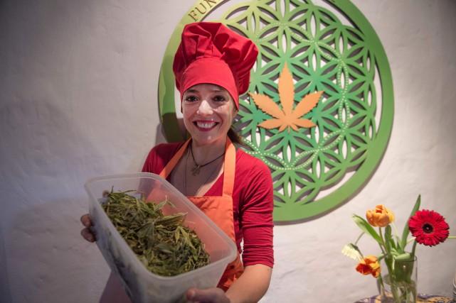 Le cannabis comme ingrédient de cuisine inattendu, tel est le pari d'une chef... (PHOTO AFP)