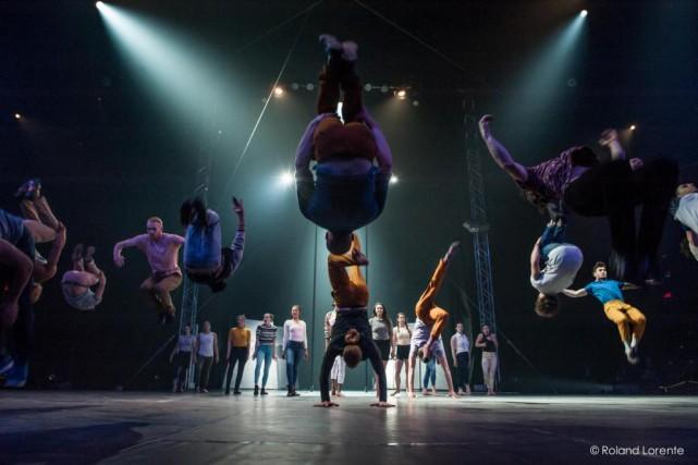 L'amour et les extraterrestres... (Photo Roland Lorente, fournie parl'École nationale de cirque de Montréal)