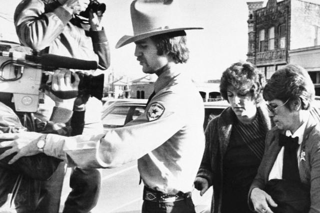 Genene Jones (deuxième à partir de la droite)... (Archives AP, Ted Powers)