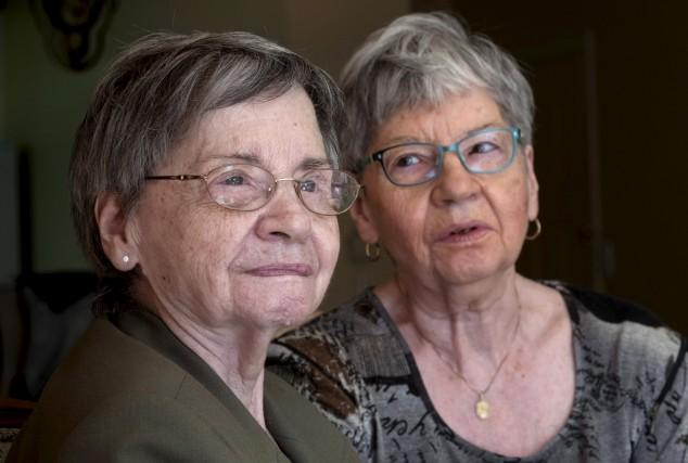 Les soeurs Cécile Dionne et Annette Dionne sont... (La Presse canadienne, Paul Chiasson)
