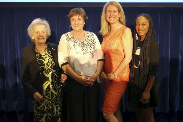 Francine Guay (deuxième à partir de la gauche)... (Photo fournie)