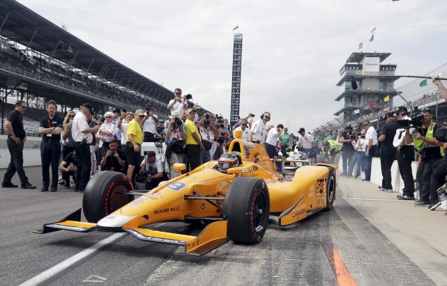 Fernando Alonso a surpris le monde de la... (Associated Press)