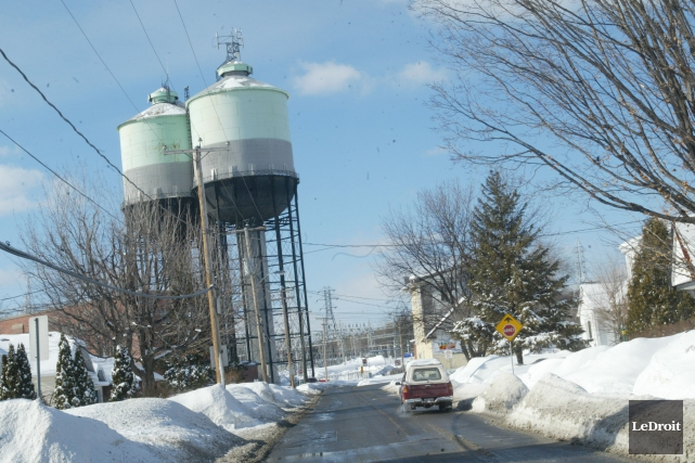 Les deux tours situées à l'embouchure ouest du... (Archives, Le Droit)