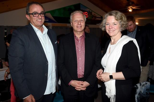 Jean-François Lisée est ici accompagné de l'ex-député de... (Le Progrès, Rocket Lavoie)