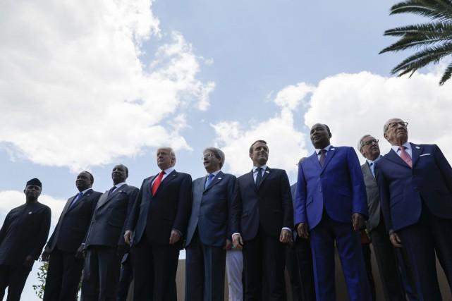 Le vice-président du Nigéria Yemi Osinbajo, le président... (Photo Jonathan Ernst, Reuters)