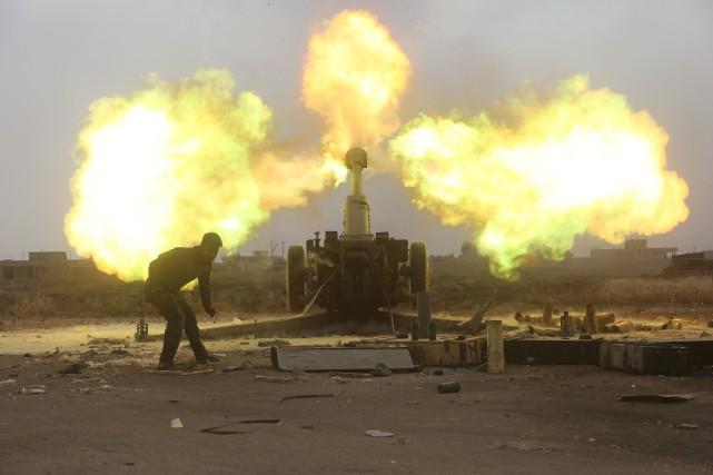 Les autorités irakiennes ont annoncé samedi avoir lancé une offensive sur... (PHOTO REUTERS/STRINGER)