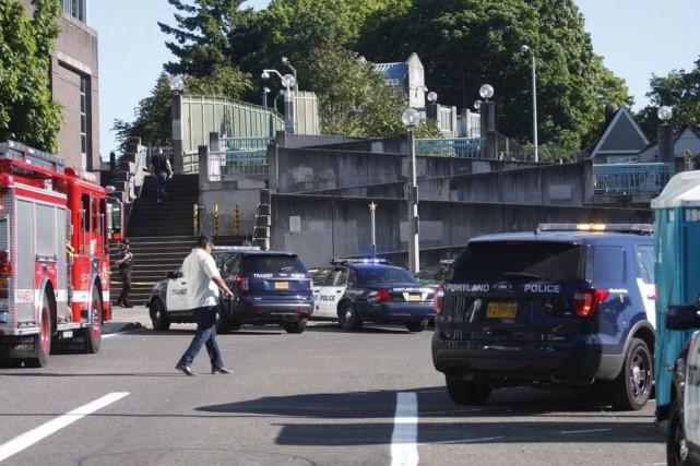 La police de Portland (Oregon) recherchait samedi deux témoins clés dans le... (Photo Jim Ryan/The Oregonian via AP)