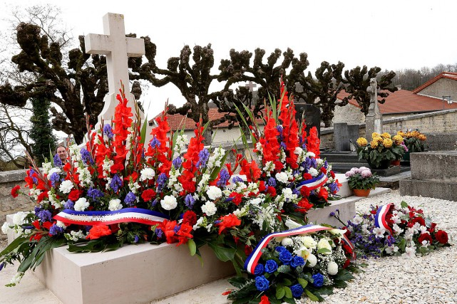 La dépouille du général de Gaulle est enterrée... (PHOTO FRANCOIS NASCIMBENI, ARCHIVES AGENCE FRANCE-PRESSE)