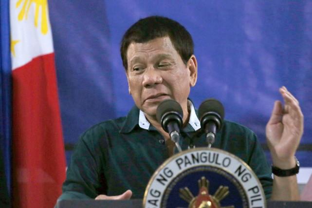 Le président des Philippines, Rodrigo Duterte, qui s'adonne... (AP, Bullit Marquez)