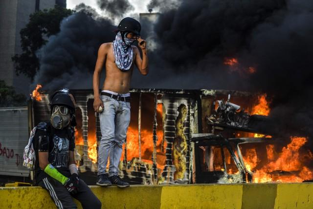 Les antichavistes (du nom du défunt ex-président Hugo... (photo LUIS ROBAYO, AFP)