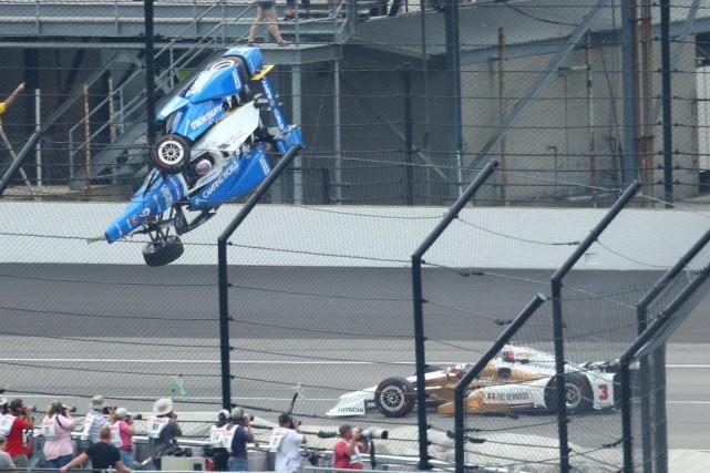 La voiture de Scott Dixon s'est envolée après... (Photo Mark J. Rebilas, USA Today Sports)
