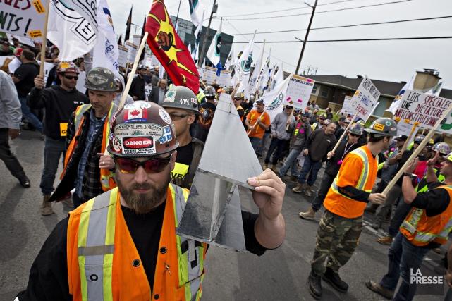 Des employés en construction ont manifesté jeudi dernier... (PHOTO PATRICK SANFACON, LA PRESSE)