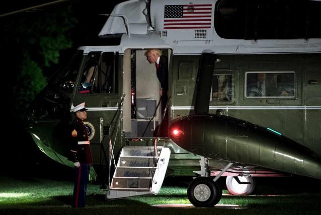 Donald Trump était de retour aux États-Unis dimanche... (AFP, Brendan Smialowski)