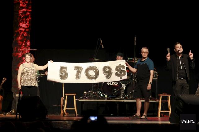 5709$ ont été amassés au profit d'Opération Enfant... (Catherine Trudeau, La Voix de l'Est)