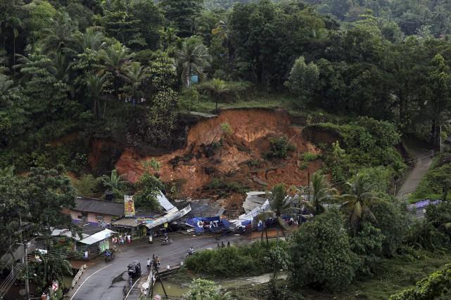 Les coulées de boue et les inondations sont... (AP, Rukmal Gamage)