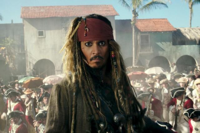 Johnny Depp enfile pour une cinquième fois les... (PHOTO ARCHIVES AP)