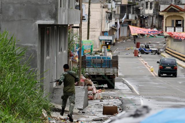 Le président philippin Rodrigo Duterte a imposé la... (REUTERS)