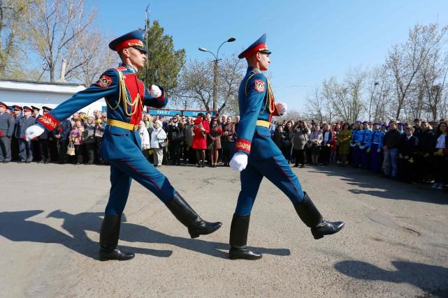 Une parade de soldats lors d'une fête nationale... (PHOTO AFP)