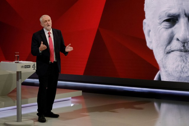 Jeremy Corbyn répond à une question du public... (PHOTO REUTERS)