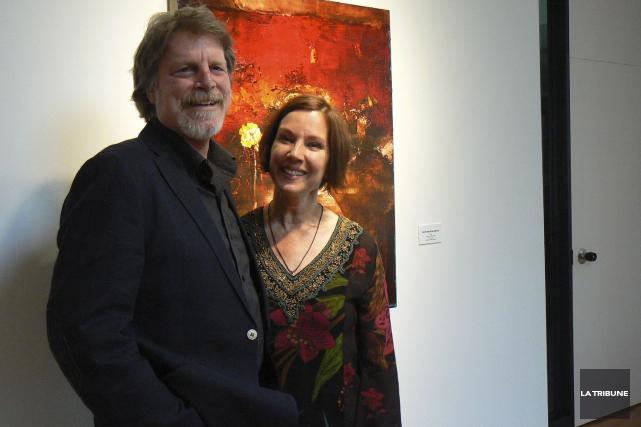 Les artistes peintres Kevin Sonmor et France Jodoin... (La Tribune, Julie Lupien)