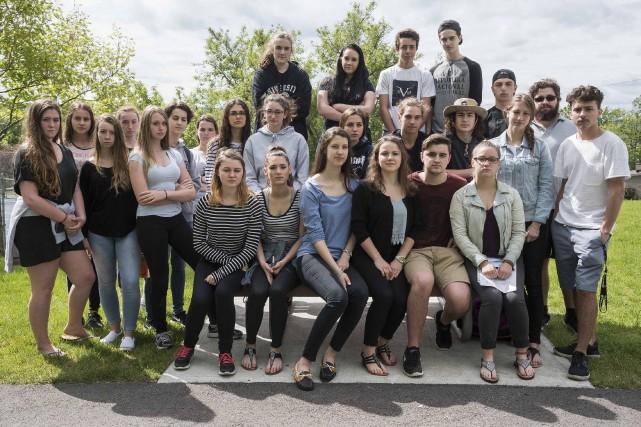 Une bonne partie des 37 élèves ont voulu... (Spectre Média, Frédéric Côté)