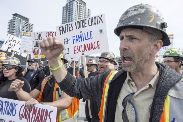Les esprits de milliers de travailleurs de la... (La Presse canadienne)