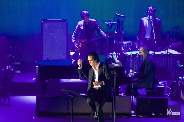Nick Cave sur scène auMétropolis, lundi soir.... (PHOTO ANDRÉ PICHETTE, LA PRESSE)