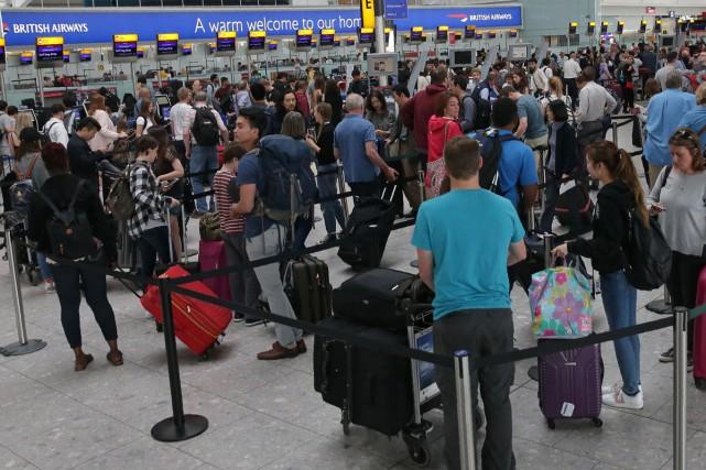 Après trois jours de retards et d'annulations, British Airways a prévu un... (PHOTO AFP)