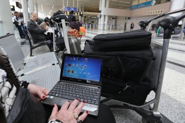 Les États-Unis n'interdisent pas à ce stade les ordinateurs portables en cabine... (PHOTO ARCHIVES AFP)