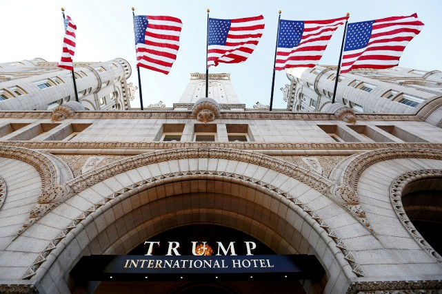 Le Trump International Hotel. La Maison-Blanche ne se... (Photo Kevin Lamarque, archives REUTERS)