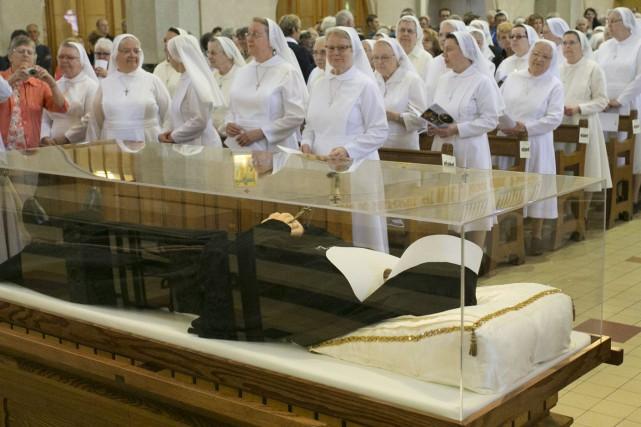 Mère Marie-Léonie Paradis repose maintenant à la basilique-cathédrale... (Spectre Média, René Marquis)
