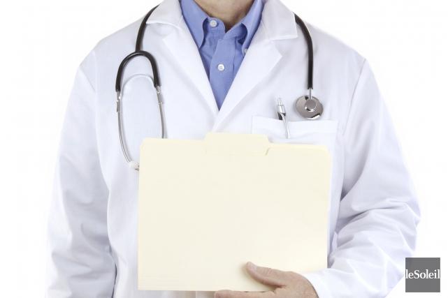 À 71 ans, le médecin de famille de... (Archives, Le Soleil)
