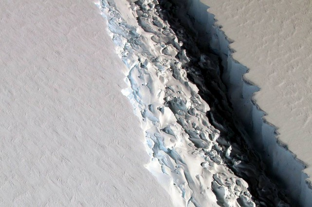 Au final, Larsen C (photo) pourrait ainsi suivre... (Photo archives REUTERS/NASA)