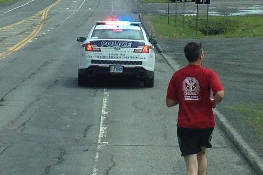Des membres du Service de police de Sherbrooke ont entrepris, jeudi, un long... (Photo tirée de Facebook)