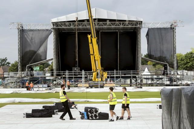 Les préparations se poursuivaient, jeudi, au Emirates Old... (AP, Danny Lawson)