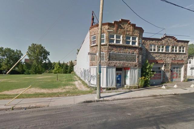 Le zonage prévoit un édifice d'habitation d'un minimum... (Image tirée de Google Street View)