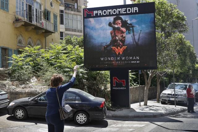 Des affiches du film Wonder Woman comme celle-ci... (Associated Press)